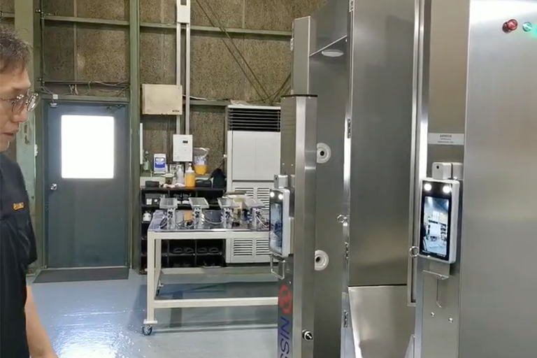 Face recognition access control is applied in the laboratory